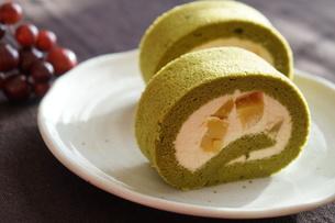 抹茶のロールケーキの素材 [FYI00242310]