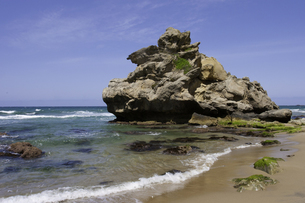 琴ヶ浜の奇岩の写真素材 [FYI00242326]
