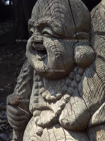 笑顔な木像の写真素材 [FYI00242755]