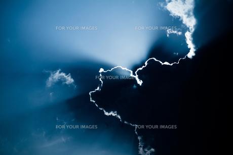 雲にと太陽の素材 [FYI00243072]