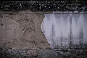 崩れかけの壁の写真素材 [FYI00243095]