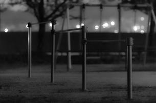 夜の公園の素材 [FYI00243110]