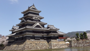 国宝 松本城 本丸と月見櫓の写真素材 [FYI00243154]