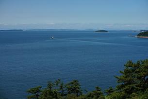 高台から見た海の風景の写真素材 [FYI00243179]