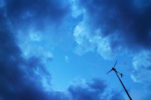 日没後の空と風見の素材 [FYI00243245]