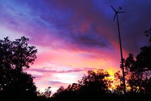 アリゾナの夕暮れと風車(ヨコ)の写真素材 [FYI00243281]