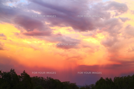 アリゾナのモンスーンの雲と夕焼けの素材 [FYI00243282]