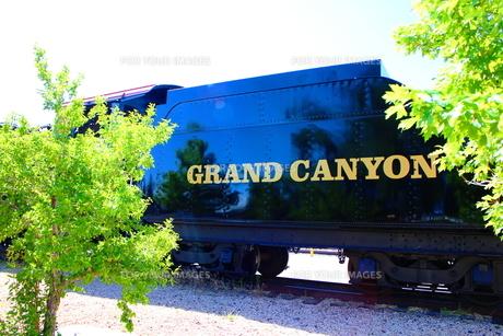 アリゾナ州のウィリアムズの駅の機関車の写真素材 [FYI00243288]