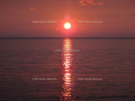 富山湾に沈む夕日の素材 [FYI00244348]
