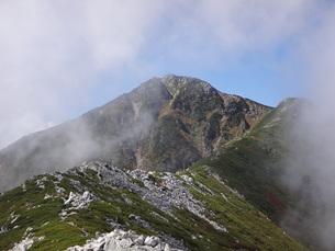 常念岳山頂へ続く稜線の素材 [FYI00244351]