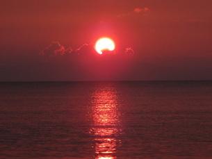 富山湾に沈む夕日2の素材 [FYI00244360]