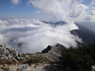 蝶ヶ岳方面の雲海の素材 [FYI00244365]