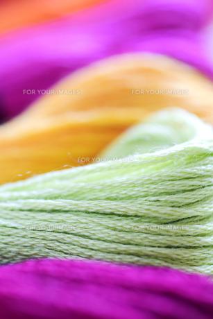 黄緑の刺しゅう糸のアップの写真素材 [FYI00244512]
