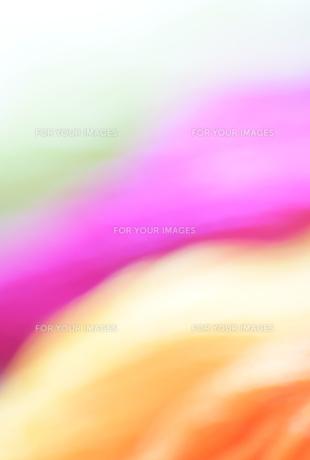 赤紫とオレンジ、黄緑のぼかした背景1の写真素材 [FYI00244538]