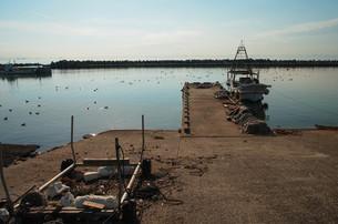 静かな漁港の写真素材 [FYI00244556]