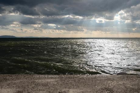 海に射す光の素材 [FYI00244567]