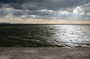 海に射す光の写真素材 [FYI00244567]