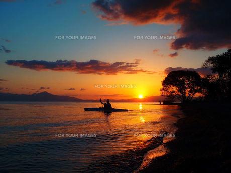 琵琶湖でのカヤックの写真素材 [FYI00244571]