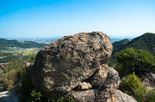 山上の大岩の写真素材 [FYI00244582]