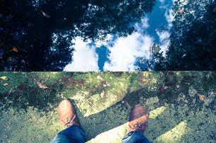足下の空の写真素材 [FYI00244583]