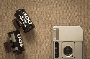 カメラとネガフィルムの写真素材 [FYI00244626]