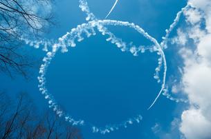 空に描かれた輪の写真素材 [FYI00244629]