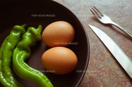 食材と食器の写真素材 [FYI00244678]