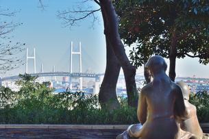愛の母子像と横浜ベイブリッジの素材 [FYI00245638]