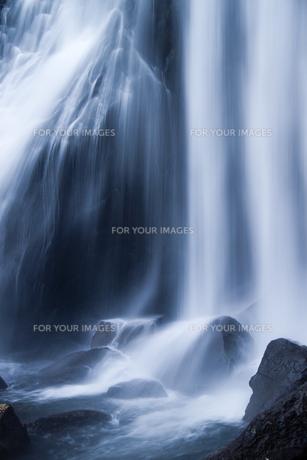 小野川不動滝の水流の写真素材 [FYI00245736]