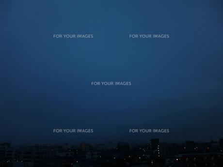 朝の曇り空の写真素材 [FYI00246122]