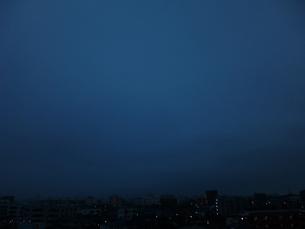 朝の曇り空の素材 [FYI00246122]