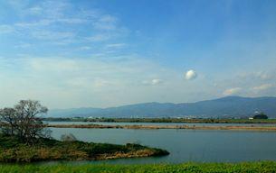 UFOのような雲と綺麗な吉野川の写真素材 [FYI00247132]