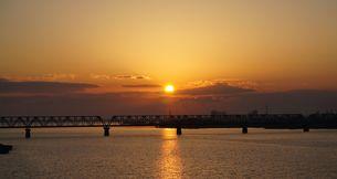 朝日の軌跡の写真素材 [FYI00247176]