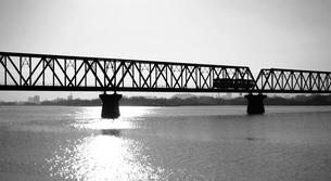 懐かしい故郷。思い出を列車が運んできたの写真素材 [FYI00247187]