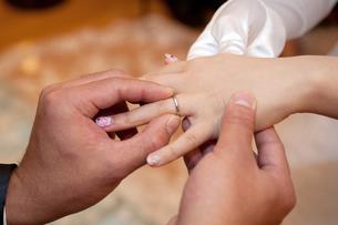 指輪交換の写真素材 [FYI00248181]