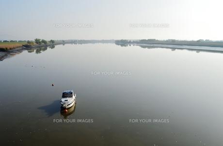 筑後川に浮かぶ小舟の素材 [FYI00248808]