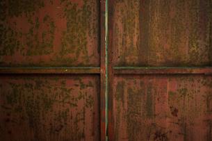 鉄の扉の写真素材 [FYI00248981]