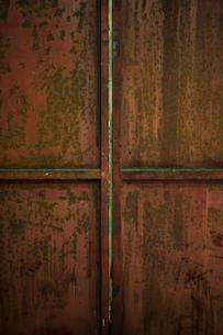 鉄の扉の写真素材 [FYI00248989]