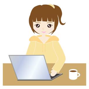 自宅でパソコンをする女性の写真素材 [FYI00249147]