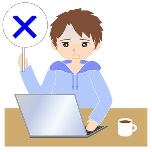 自宅でパソコンをする男性の写真素材 [FYI00249154]