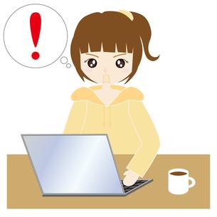 自宅でパソコンをする女性の写真素材 [FYI00249163]