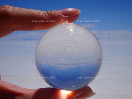 球体の中の世界の素材 [FYI00249528]
