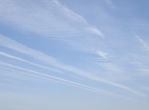 ひこうき雲(その2)の写真素材 [FYI00249532]