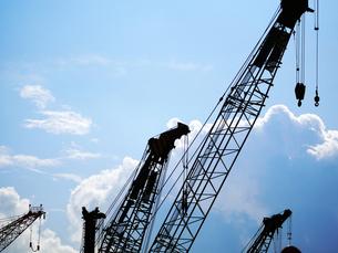 建設工事現場のクレーンの写真素材 [FYI00250057]