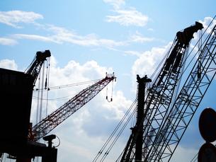 建設工事現場のクレーンの写真素材 [FYI00250071]