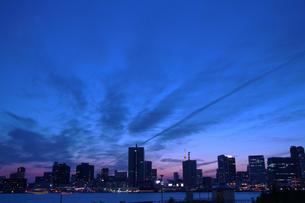 晴海ふ頭から望む東京の夜景の写真素材 [FYI00250200]