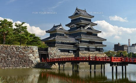国宝 松本城の写真素材 [FYI00250796]