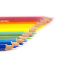 虹色に並んだ色鉛筆の写真素材 [FYI00250866]