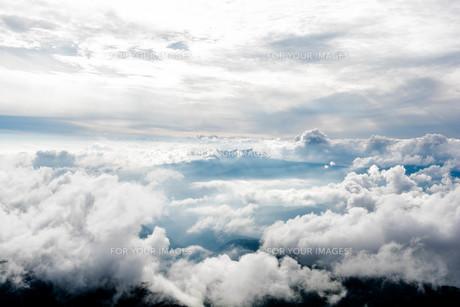 雲の中の写真素材 [FYI00251229]