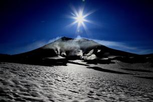 残雪の旭岳の素材 [FYI00251412]